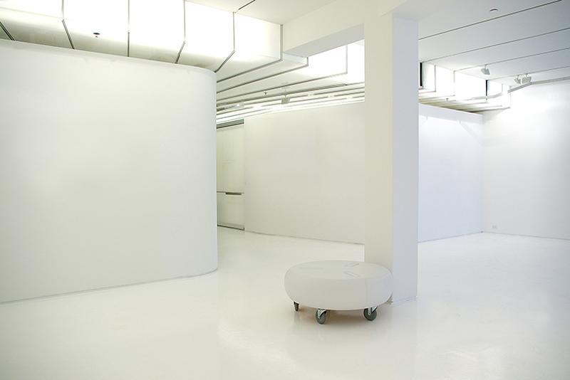 Empty_gallery